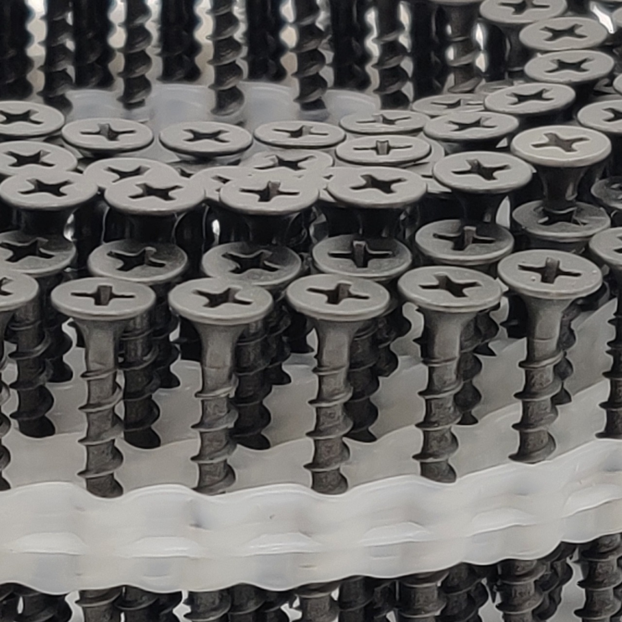 Coil Schnellbauschrauben   phosphatiert   Grobgewinde   3,9x30   2.500 Stk